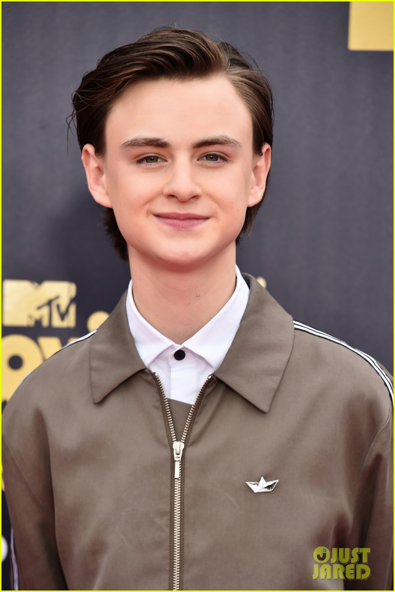 jaeden lieberher sophia lillis mtv movie tv awards 02