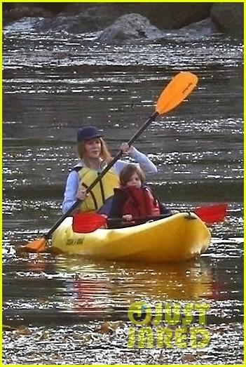 nicole kidman shailene woodley canoeing big little lies 07