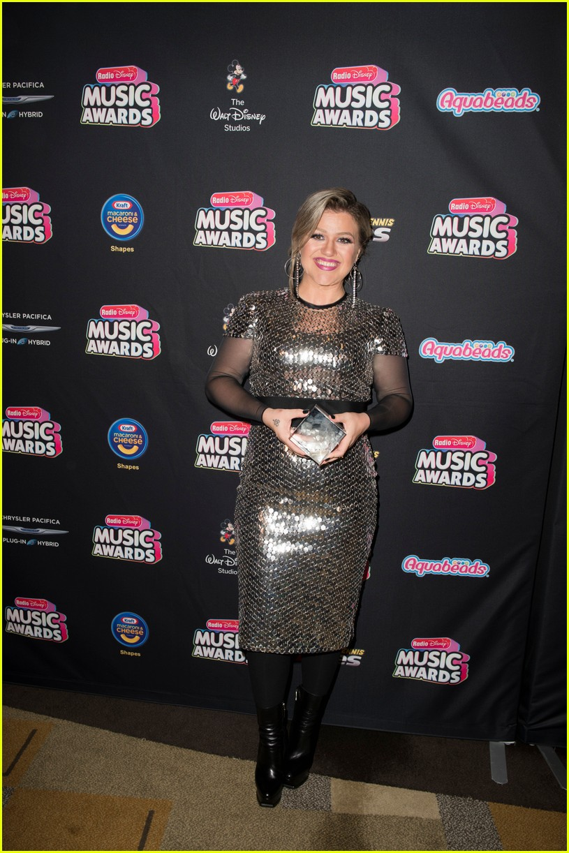 backstage at the radio disney music awards see the moments you missed on tv 12