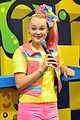 jojo siwa keeps it coloful while hanging with fans at vidcon 2018 14
