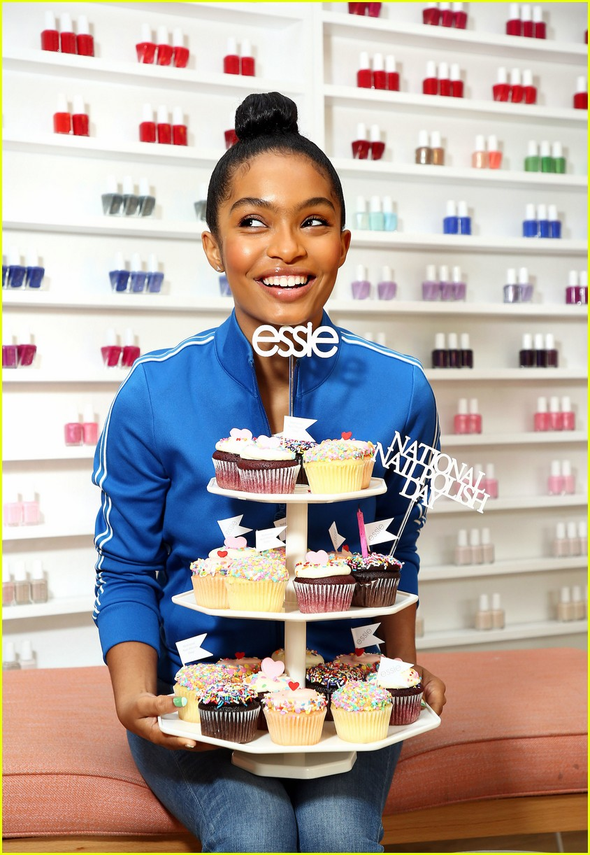yara shahidi national nail polish day 05