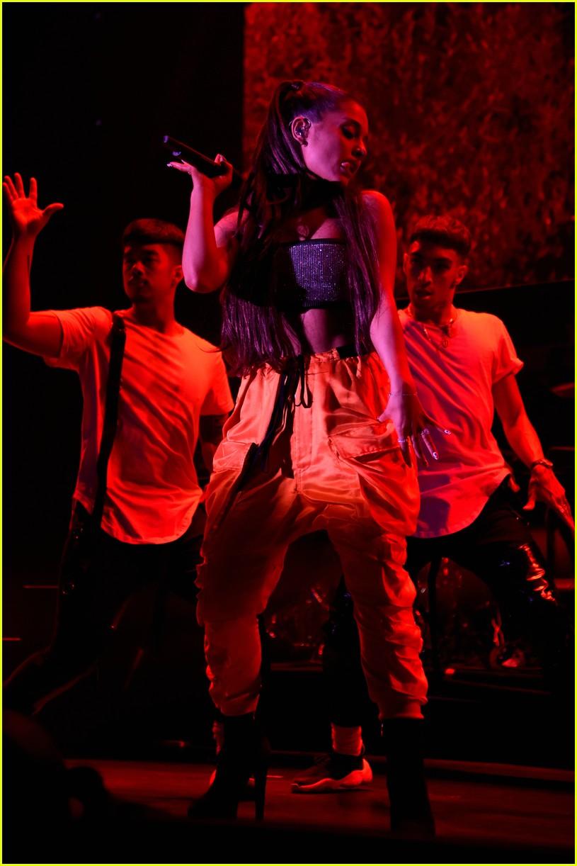 ariana grande julia michaels kelsea ballerini amazon prime day 18