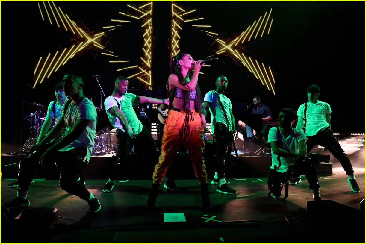 ariana grande julia michaels kelsea ballerini amazon prime day 28