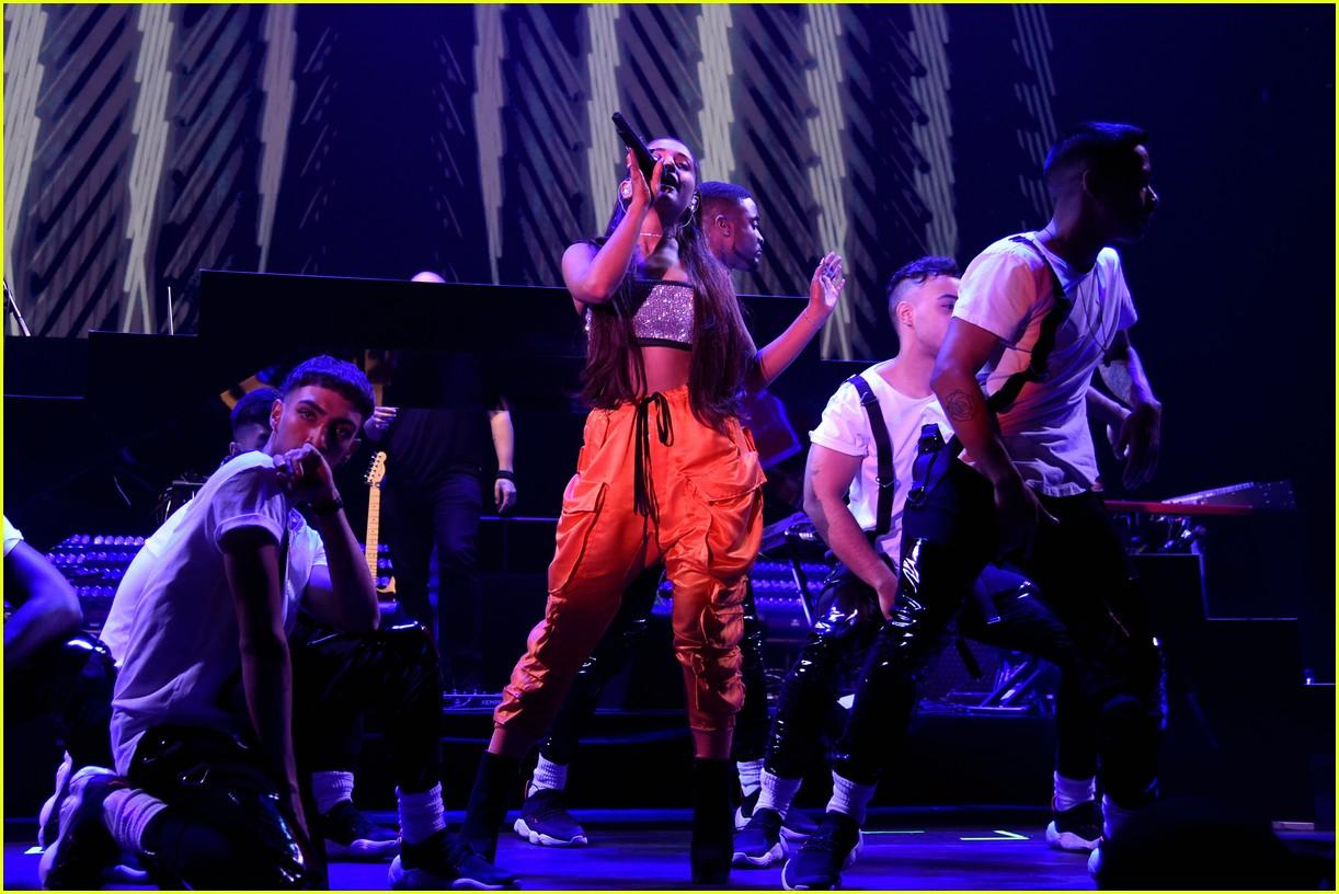 ariana grande julia michaels kelsea ballerini amazon prime day 36