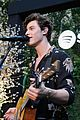 shawn mendes performs for his biggest fans at spotify event in beverly hills 01