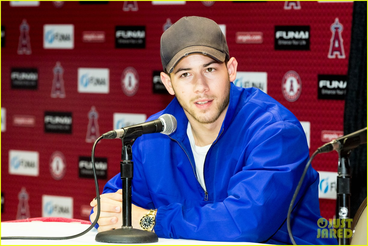 nick jonas helps strike out slavery at press conference ahead of concert 03