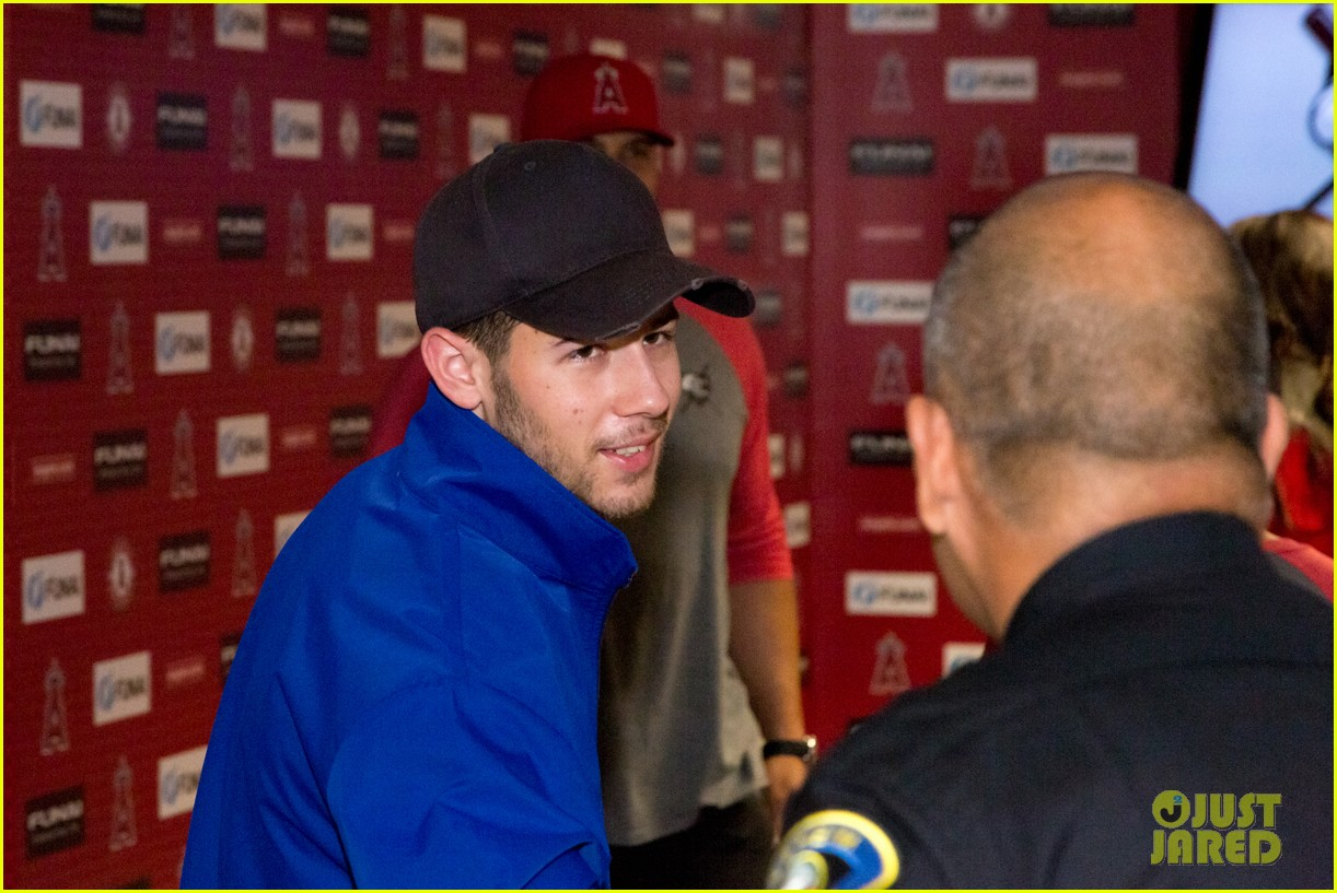 nick jonas helps strike out slavery at press conference ahead of concert 17