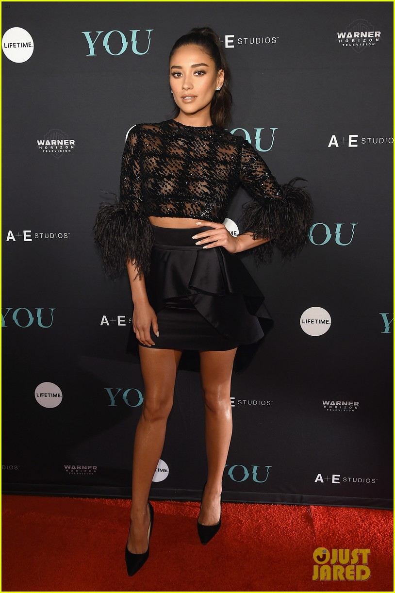 penn badgley elizabeth lail and shay mitchell look stylish at you series premiere 06