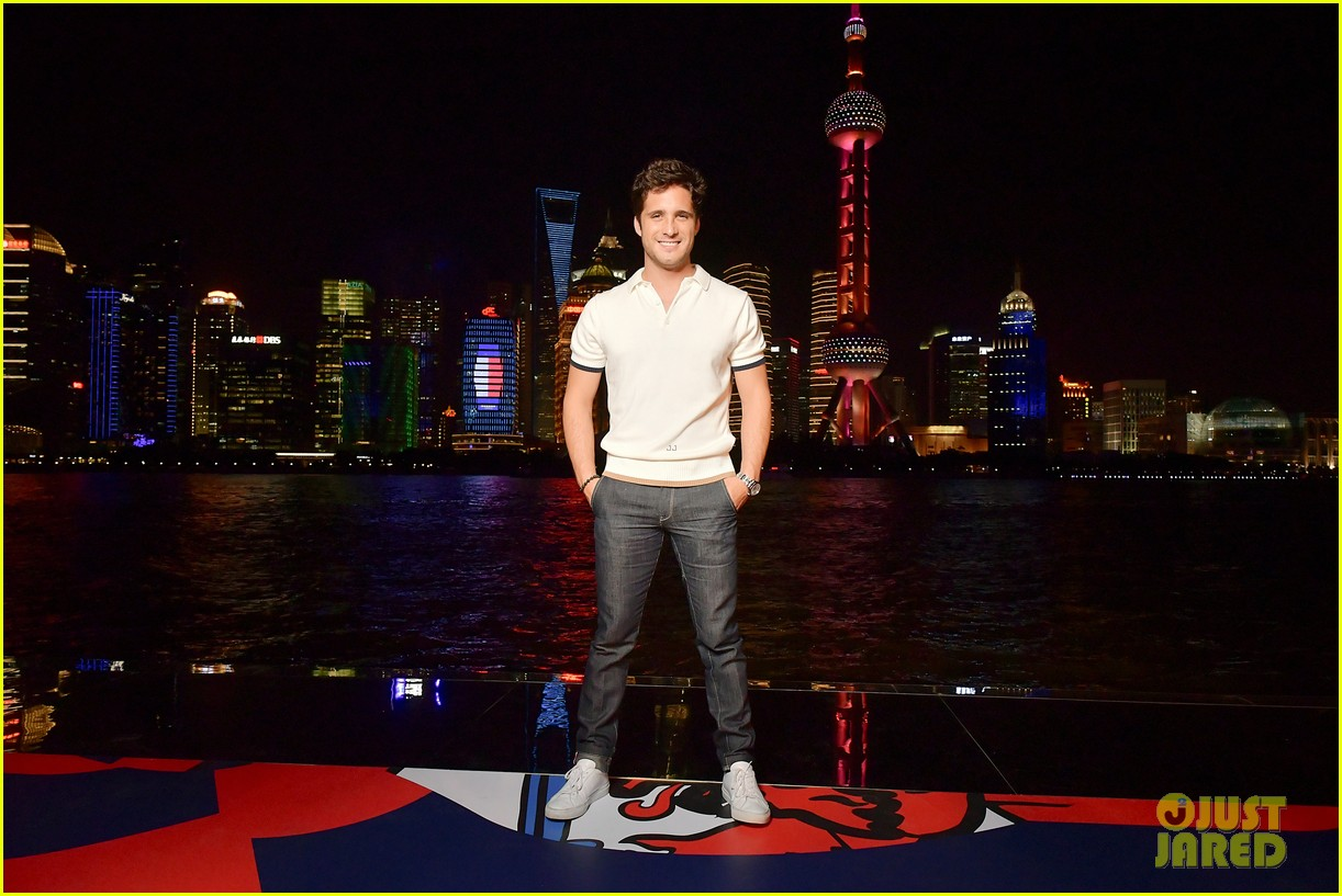 hailey baldwin tommynow show shanghai 09