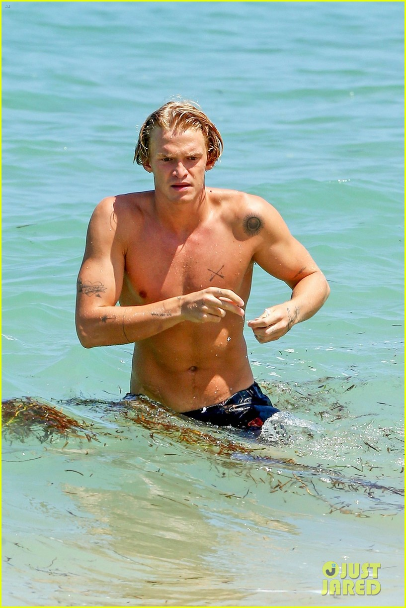 cody simpson hits the beach with girlfriend clair wuestenberg 09