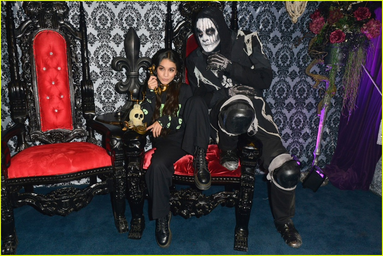 vanessa hudgens channels her inner monster at knotts scary farm with austin butler12