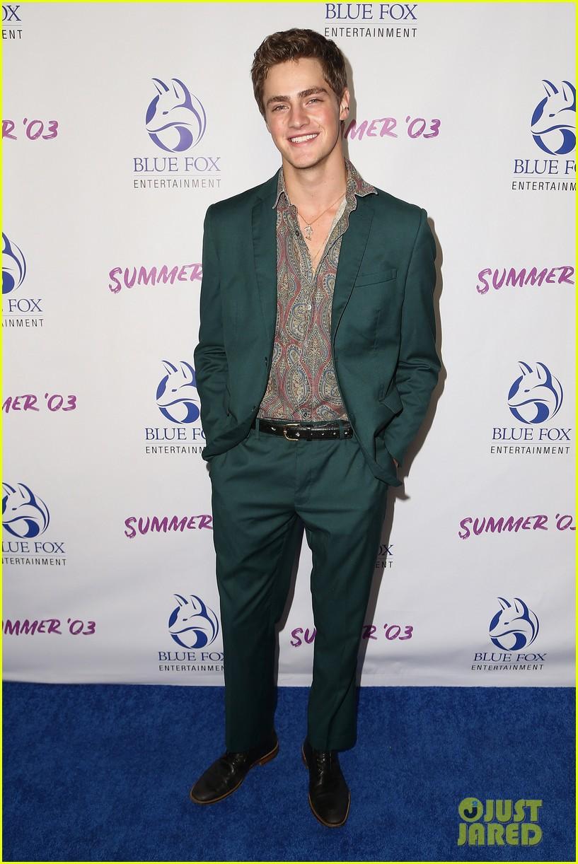 joey king looks so fierce at summer 03 premiere in la 05