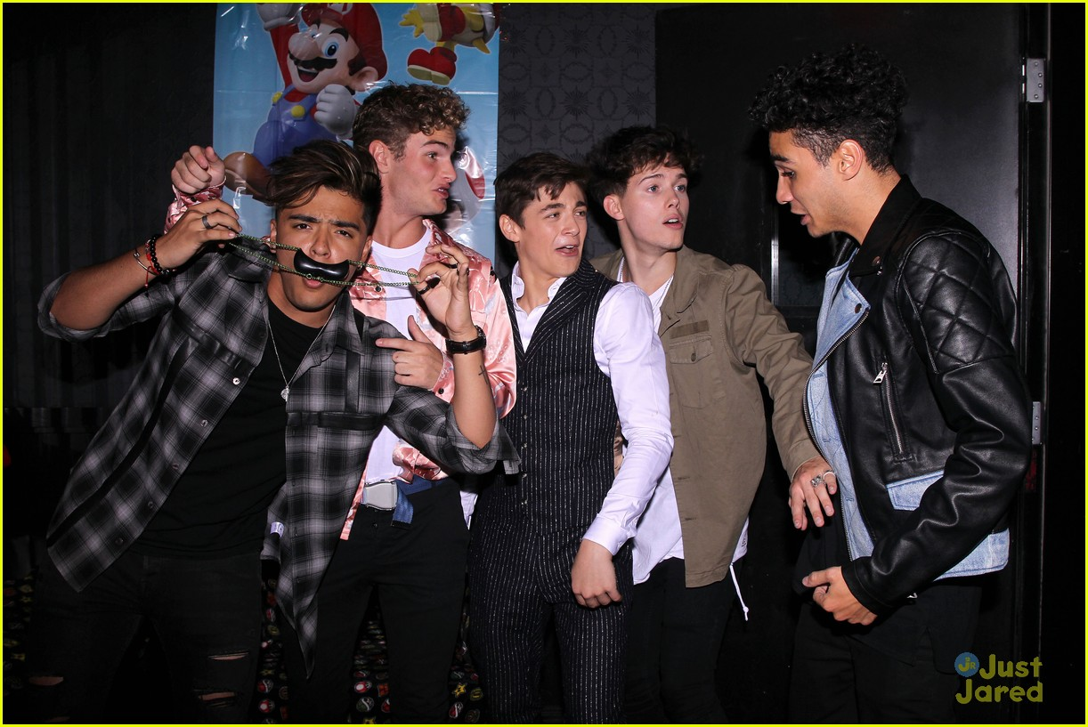 asher angel 16 bday nintendo party pics 83
