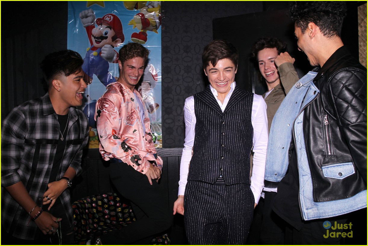 asher angel 16 bday nintendo party pics 85