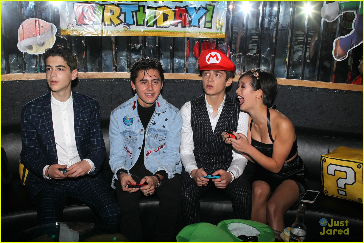 asher angel 16 bday nintendo party pics 88
