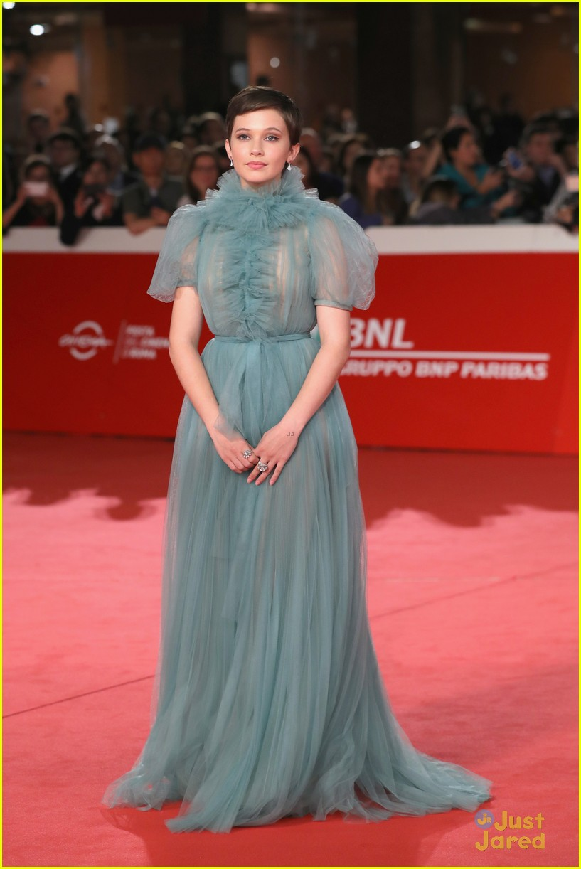 cailee spaeny blue valentino gown rome 07