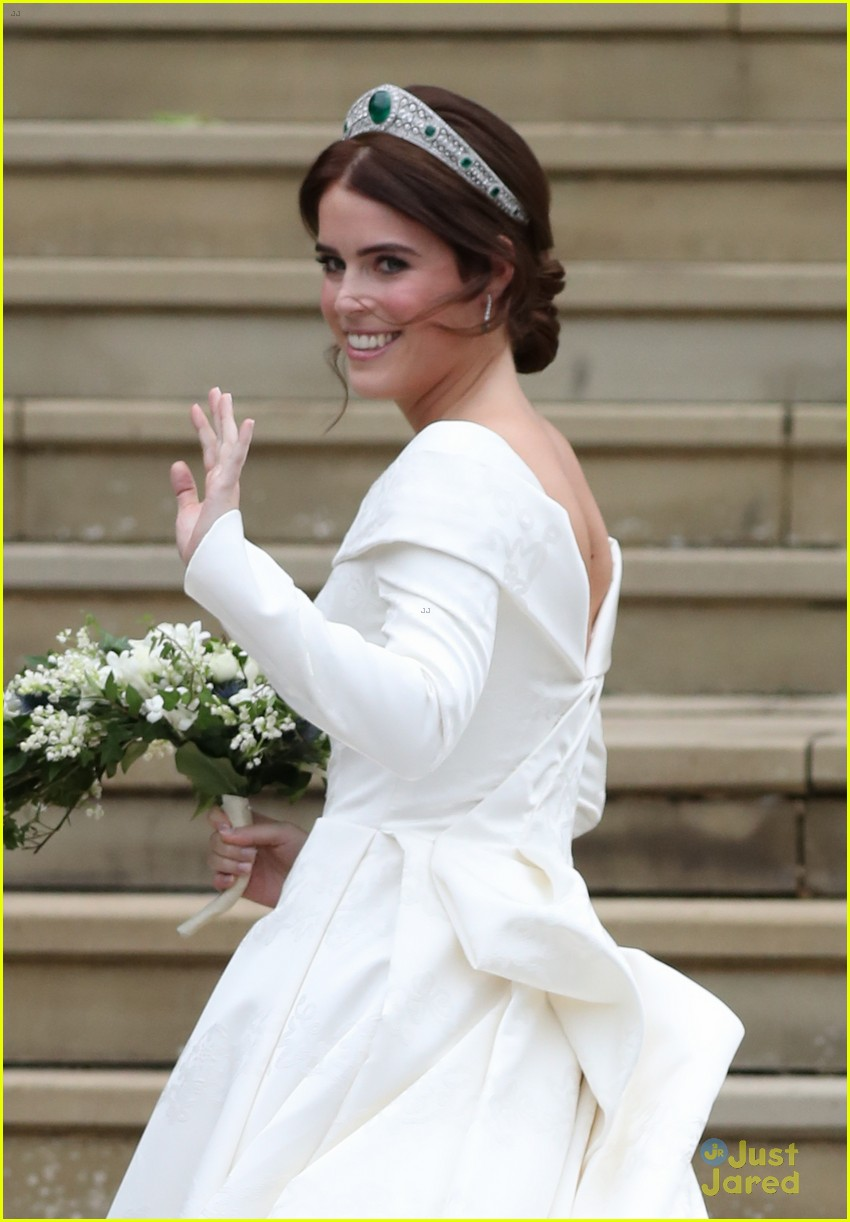 princess eugenie jack brooksbank royal wedding photos 12