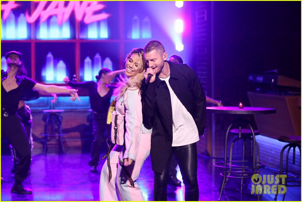 dinah jane gives solo debut performance of bottled up on tonight show 01
