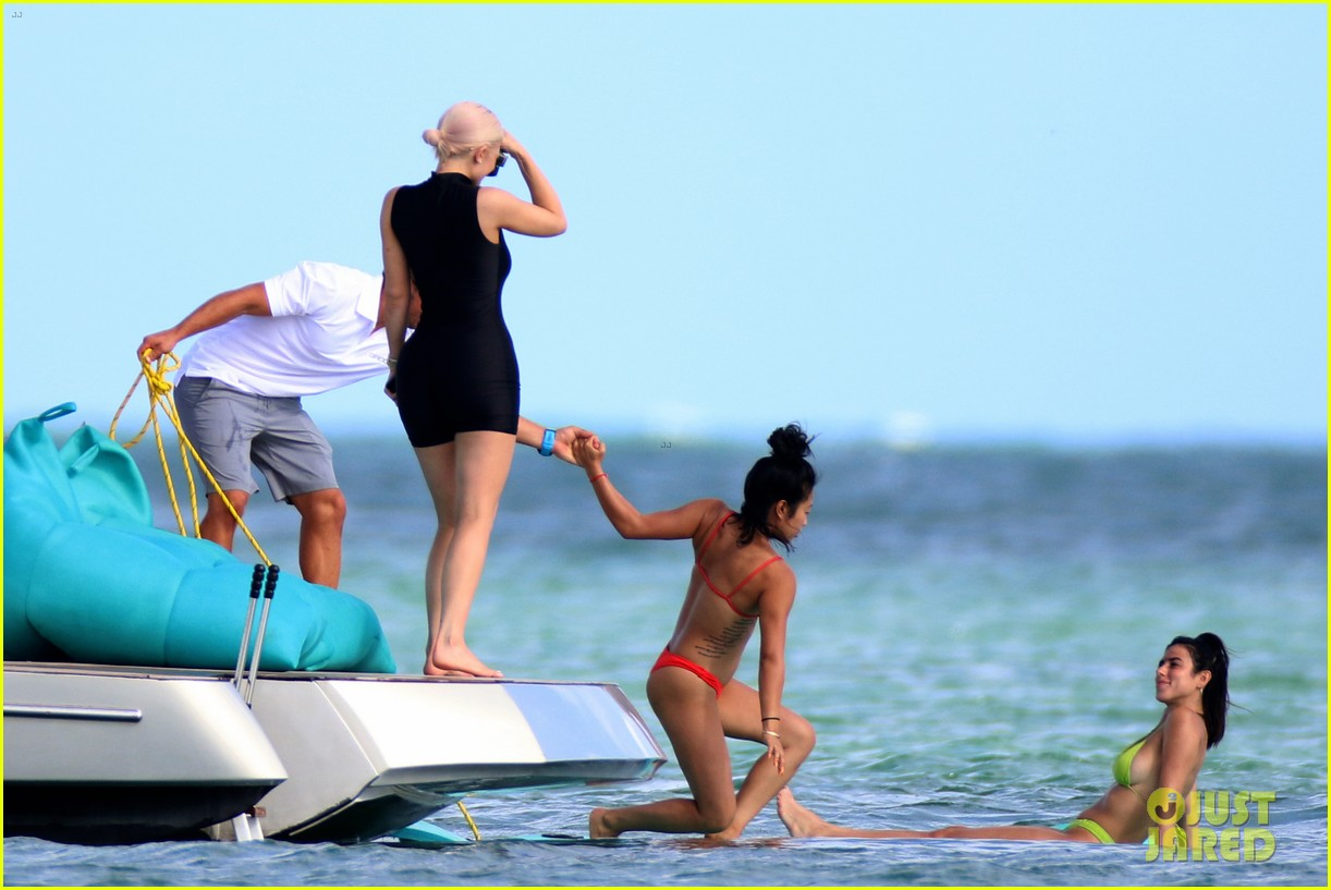 kylie jenner shows off her figure on yacht with jordyn woods in miami15