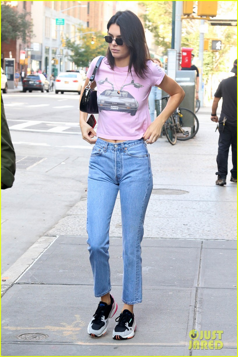 kendall jenner sports pink crop t shirt for trip to the movies08