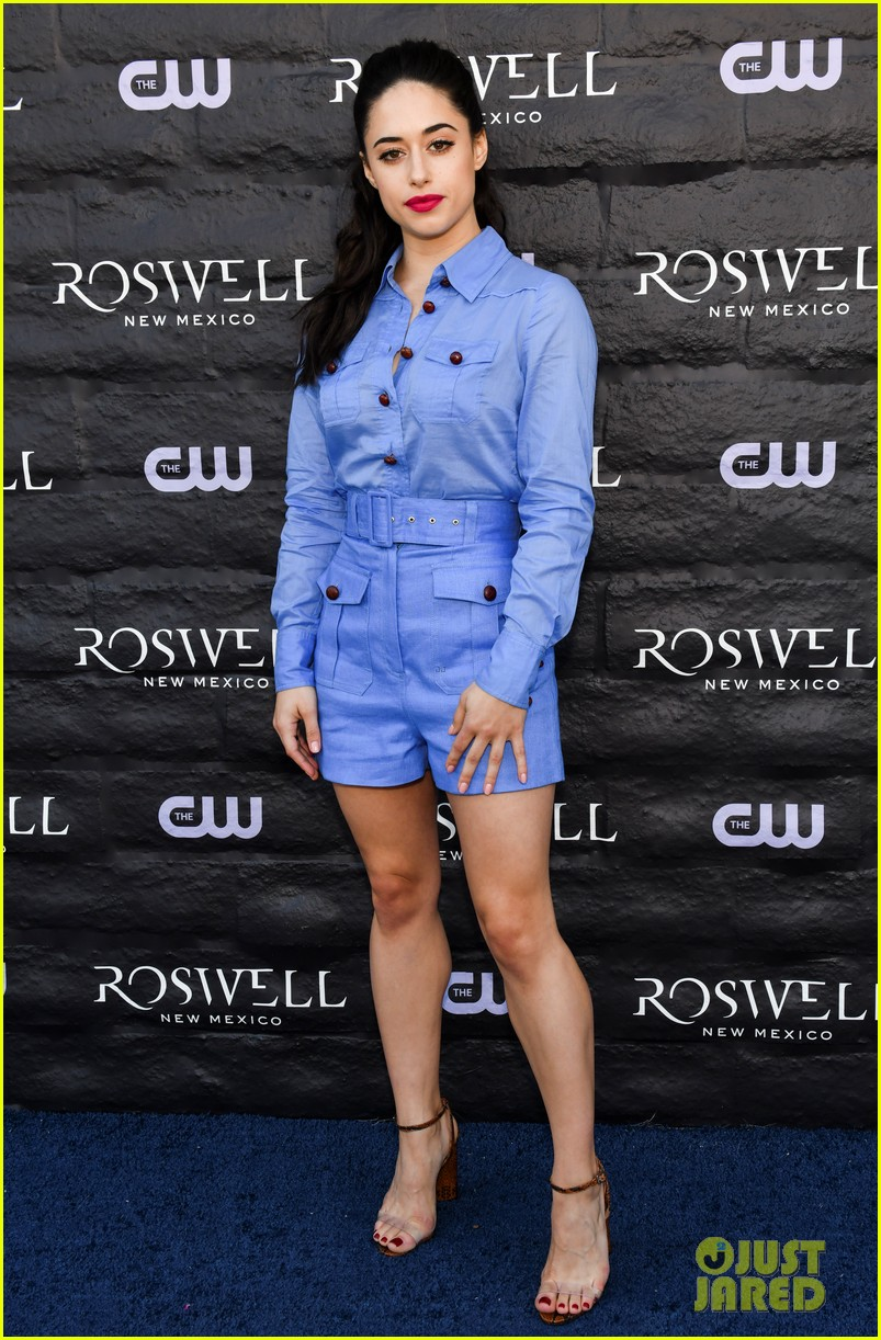 tyler blackburn joins jeanine mason nathan parsons at roswell new mexico premiere 05