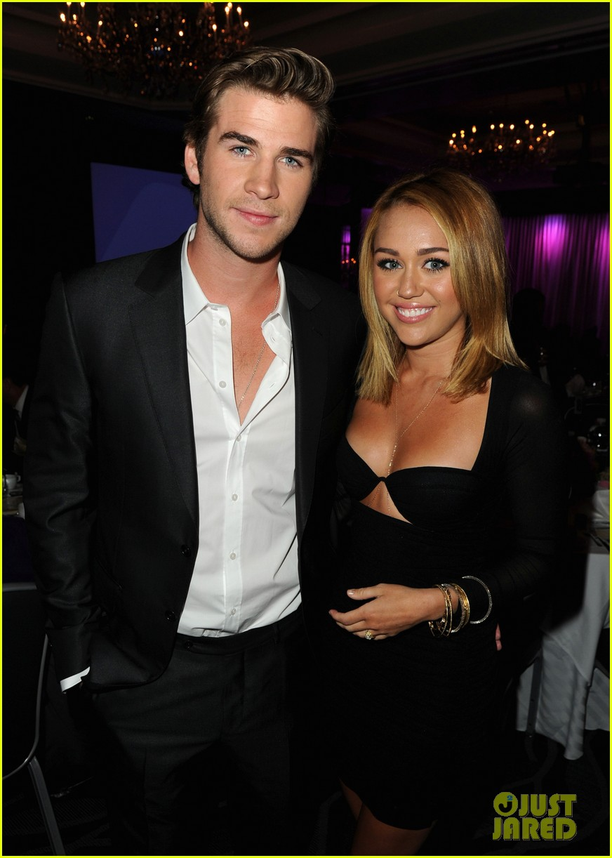 miley cyrus liam hemsworth misses the grammys 04
