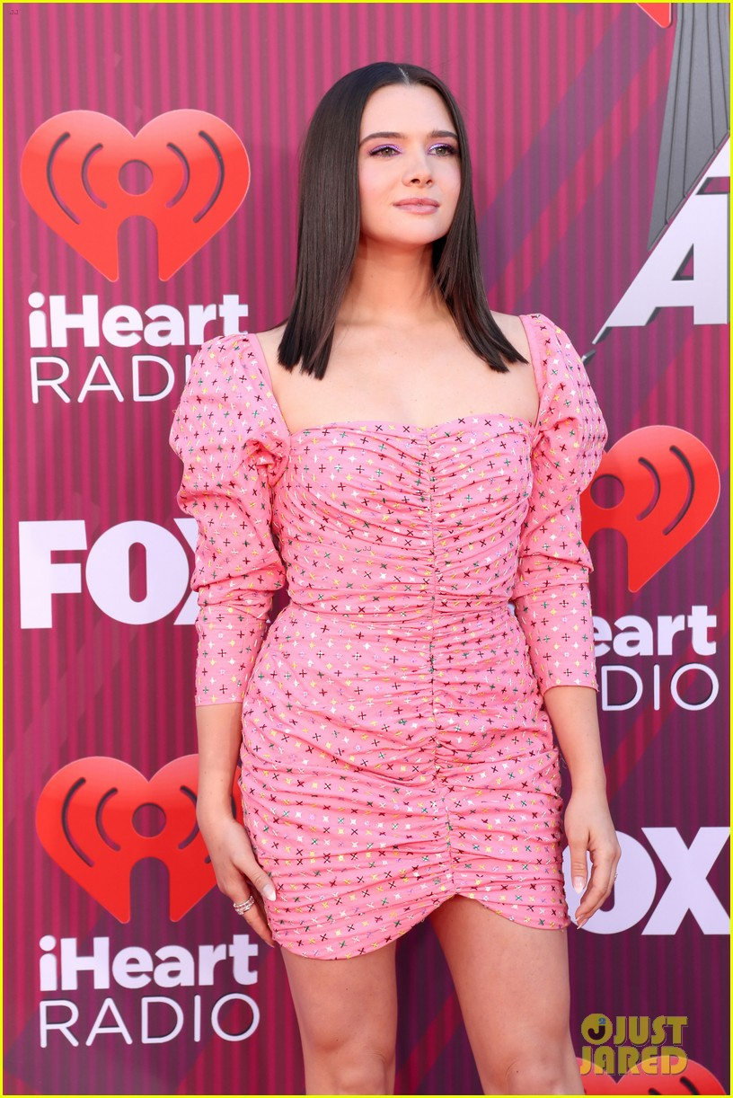 katie stevens is pretty in pink at iheartradio music awards 01
