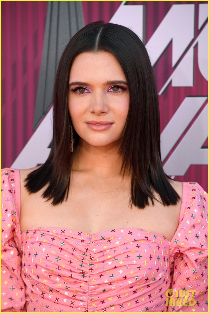 katie stevens is pretty in pink at iheartradio music awards 03