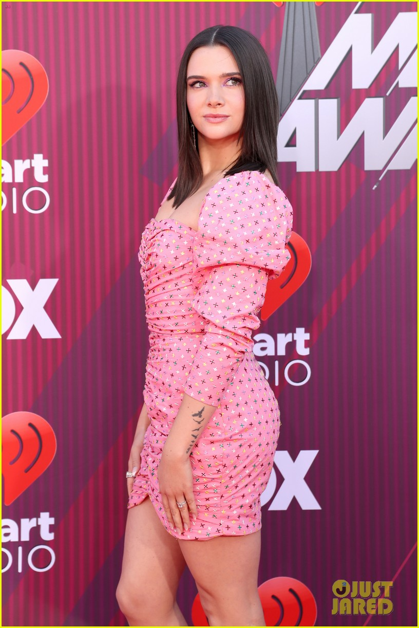 katie stevens is pretty in pink at iheartradio music awards 05