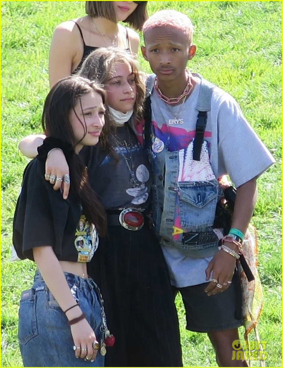 jaden and willow smith check out kanye wests sunday service coachella set 02