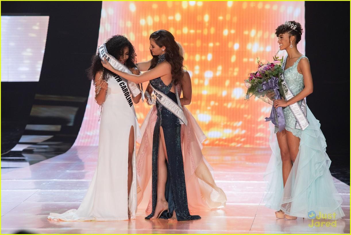 cheslie kryst, top 10 de miss universe 2019. - Página 2 Kaliegh-garris-curls-talk-miss-usa-05