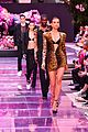 bella hadid gigi irina shayk stella maxwell versace show 13