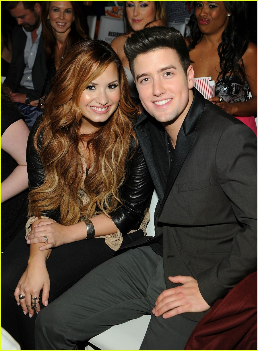 demi lovato logan henderson watch the bachelor together 02