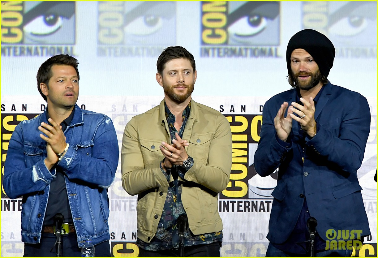 jensen ackles jared padalecki emotional supernatural comic con 02