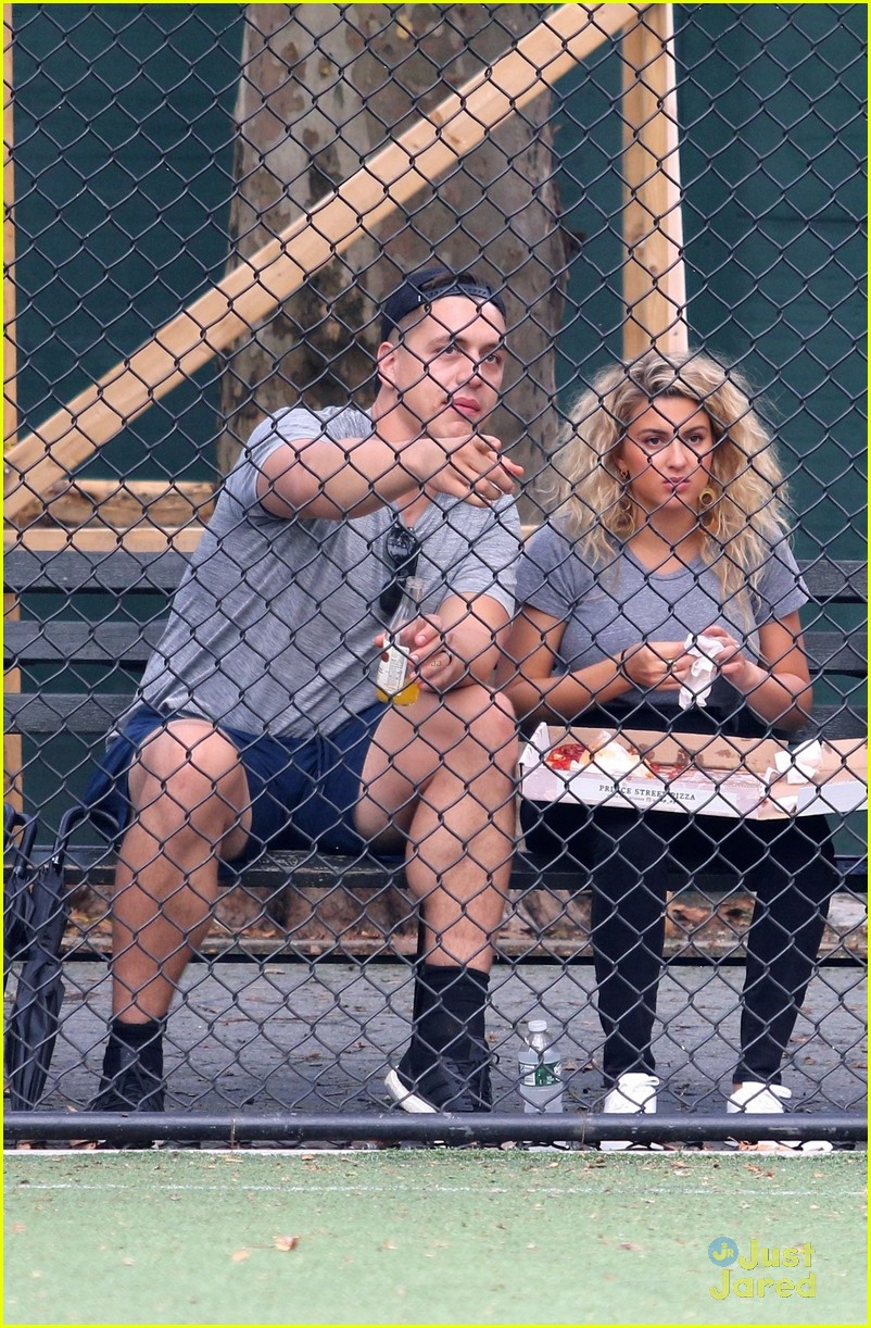 tori kelly andre murillo pizza date nyc 01
