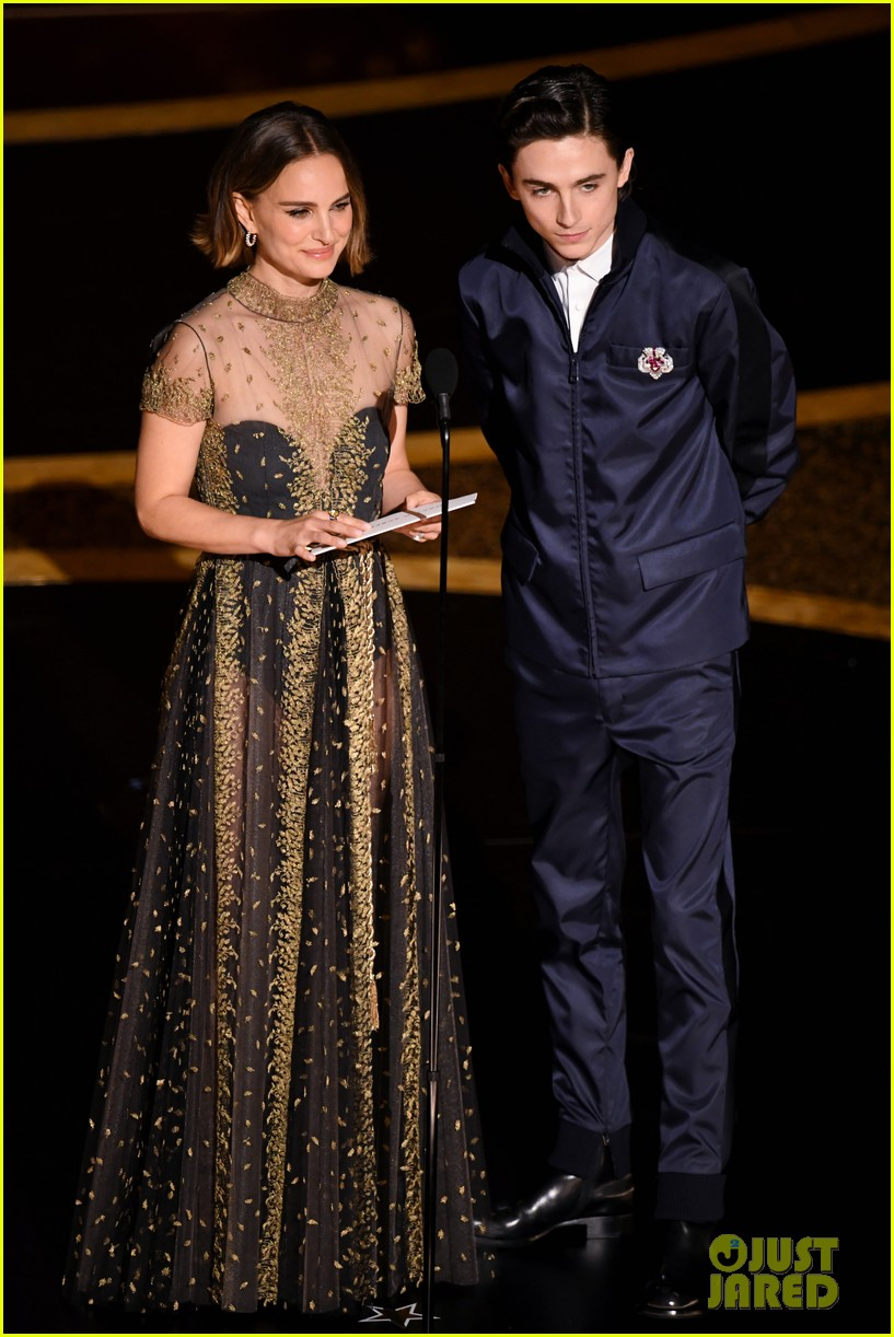 timothee chalamet presents with natalie portman at oscars 2020 08