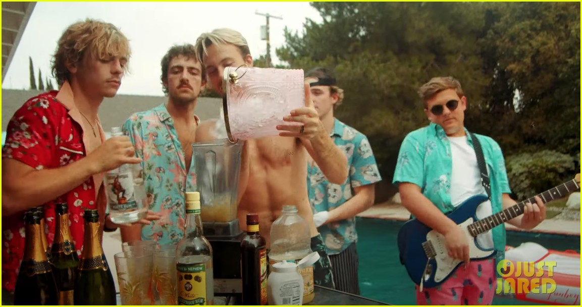 driver era co star in riker lynch and beachcombers escape music video exclusive 01