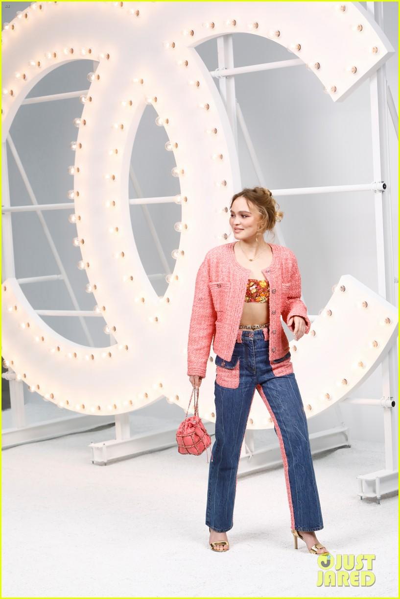 lily rose depp joins mom vanessa paradis at chanel paris fashion week show 05
