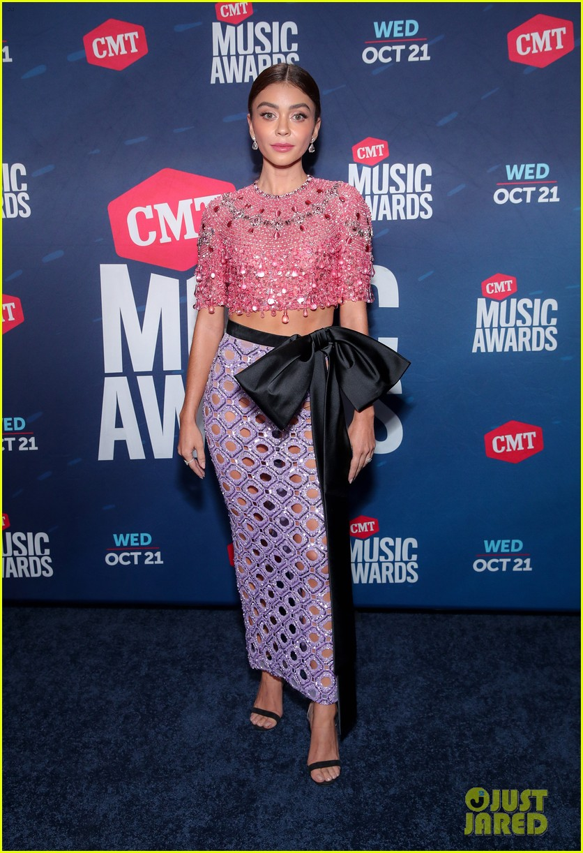 sarah hyland says to vote on cmt awards 2020 red carpet 02