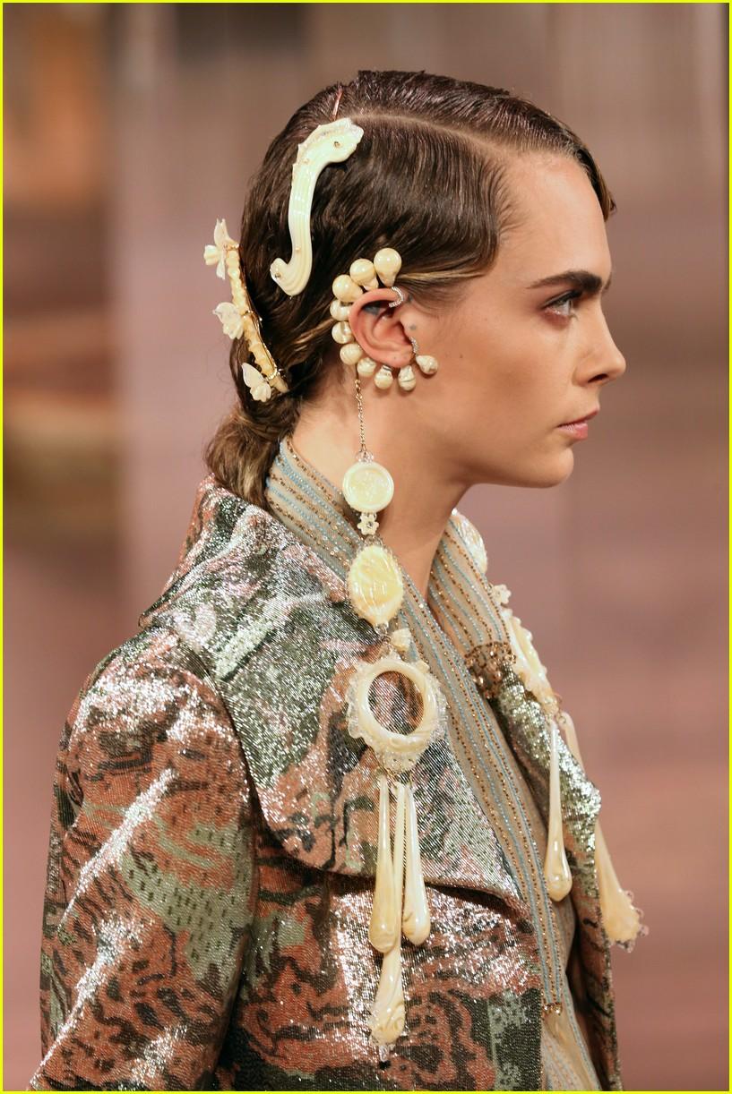 cara delevingne bella hadid hit the runway for fendi milan fashion show 01