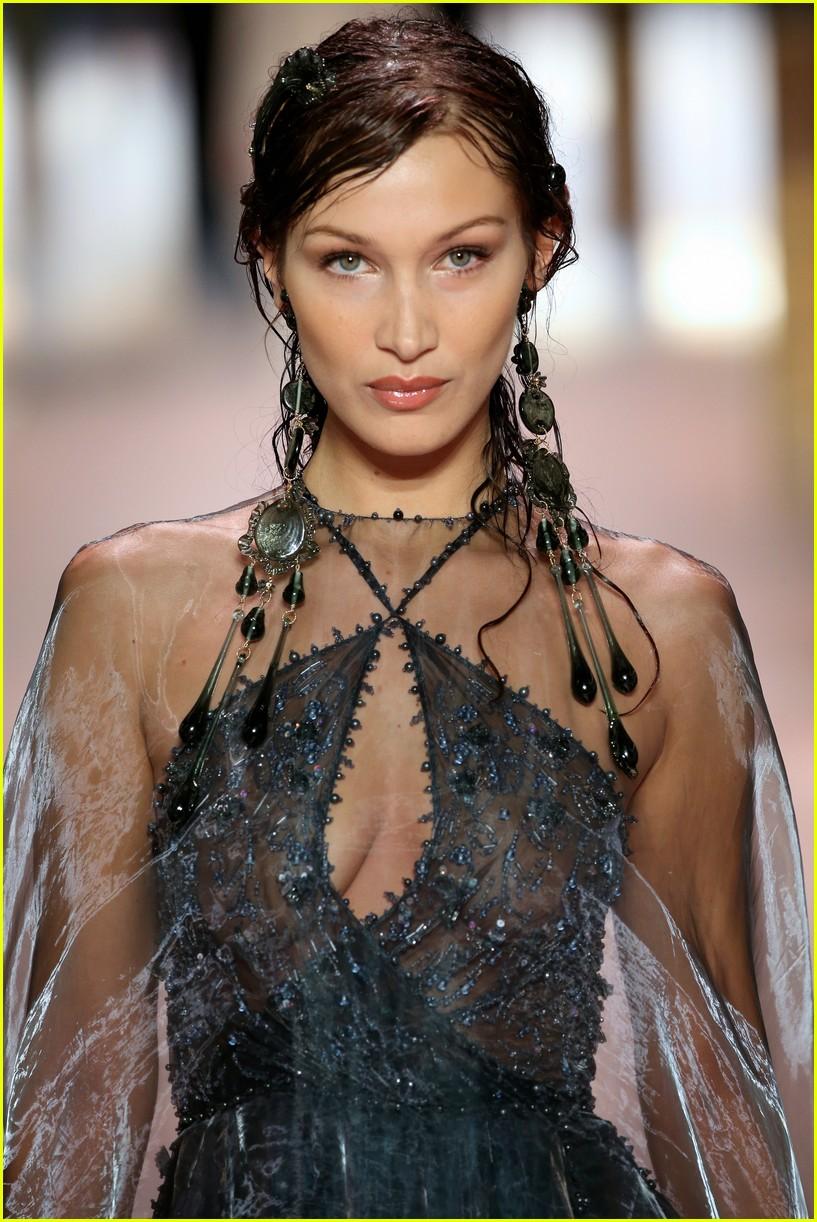 cara delevingne bella hadid hit the runway for fendi milan fashion show 04