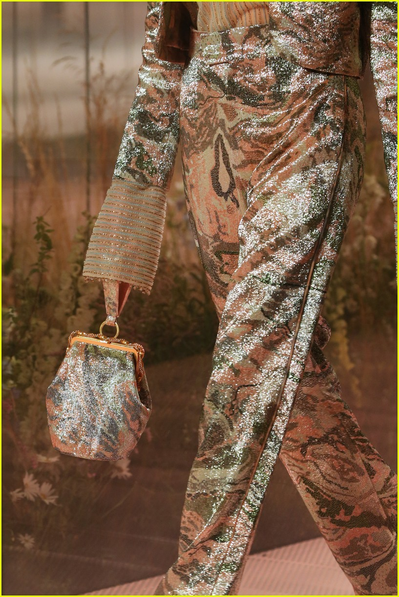cara delevingne bella hadid hit the runway for fendi milan fashion show 05