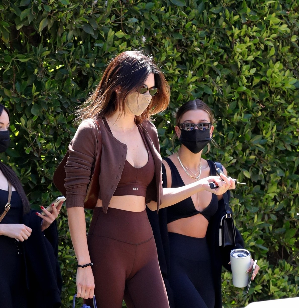 kendall jenner hailey bieber meet up for pilates 05