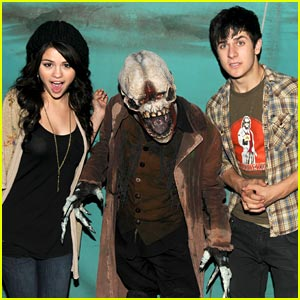 Selena Gomez & David Henrie: Scary Farm Friends