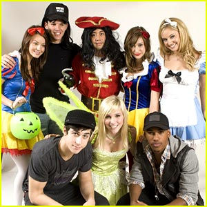 Tiffany Thornton &#038; David Henrie: Spooktacular Sleepover!