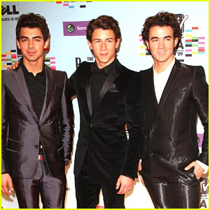 Jonas Brothers Hit Up The EMA Awards