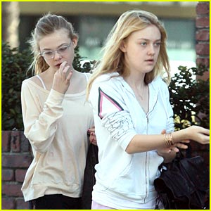 Dakota &#038; Elle Fanning: Flip Flop Festive