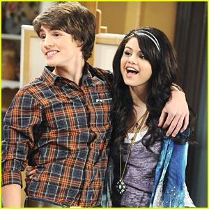 Selena Gomez Gets A Boyfriend!