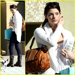 Ashley Greene is Airport Bound