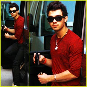 Joe Jonas: JoBros Are Still Together!